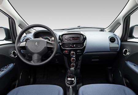Peugeot iOn - cockpit