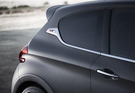 Peugeot 208 GTi - sierlijsten met GTi-logo