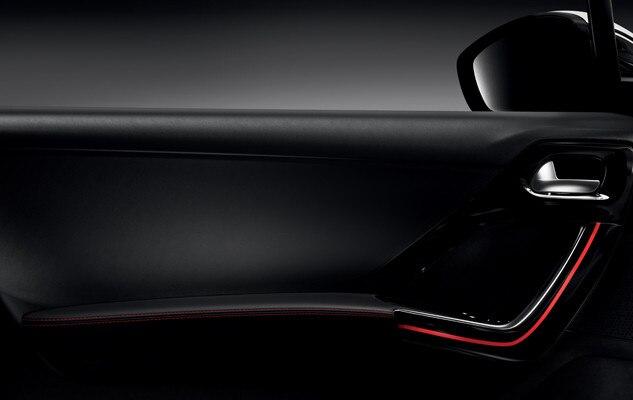 Peugeot 208 GTi - rode sierstiksels