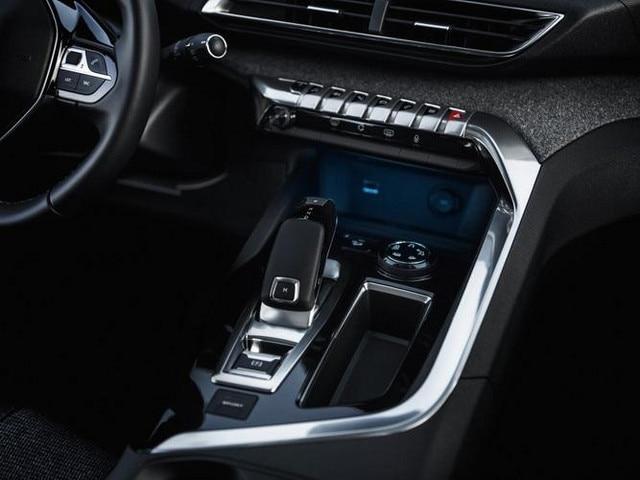 Nieuwe PEUGEOT 5008 SUV: Chroomaccenten in het interieur