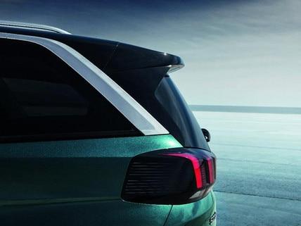 PEUGEOT 5008 SUV: Achterzijde met lichtgevende klauw