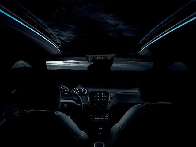 Peugeot 2008 SUV - rand met blauwe led-verlichting