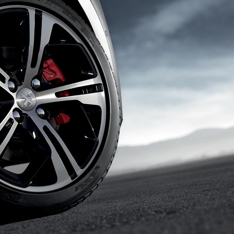 Peugeot 208 GTi - rode remklauwen