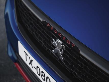De nieuwe Peugeot 308 GTi by Peugeot Sport: grille, rode letters, voorzijde