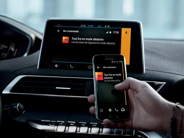 Nieuwe PEUGEOT 5008 SUV: Mirror Screen-functie