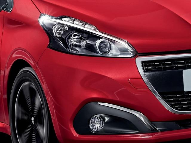 Peugeot 208 5 deurs - tweekleurige koplampen en hoogwaardige led-lichtsignatuur.