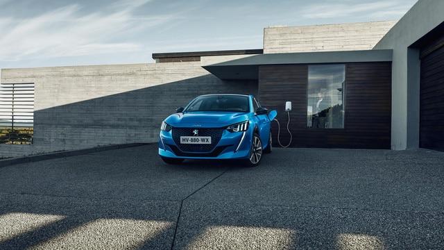 Nieuwe Peugeot 208 - Thuis versneld opladen met de wallbox