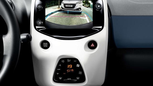 Peugeot 108 - achteruitrijcamera weergave op touchscreen