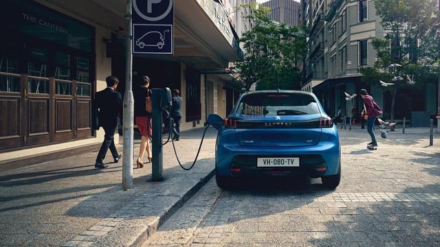 Nieuwe Peugeot 208 - Opladen via een openbaar laadpunt