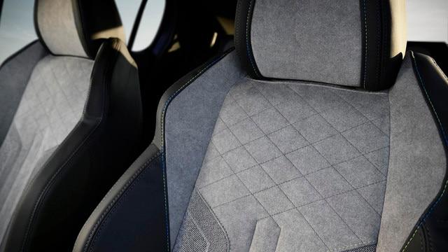 Nieuwe Peugeot e-208 - Met alcantara© beklede stoel