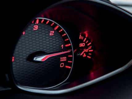 De nieuwe Peugeot 308 GT – rode verlichting van het instrumentenpaneel