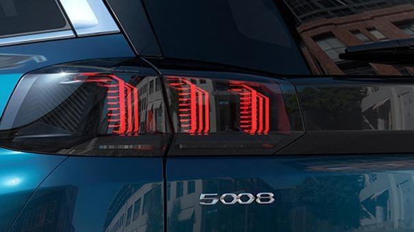 Nieuwe Peugeot 5008 SUV - Nieuwe achterlichten met klauwafdruk