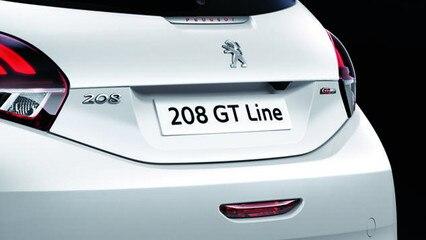 Peugeot 208 GT-Line - GT Line-logo en rode merknaam PEUGEOT op de achterklep