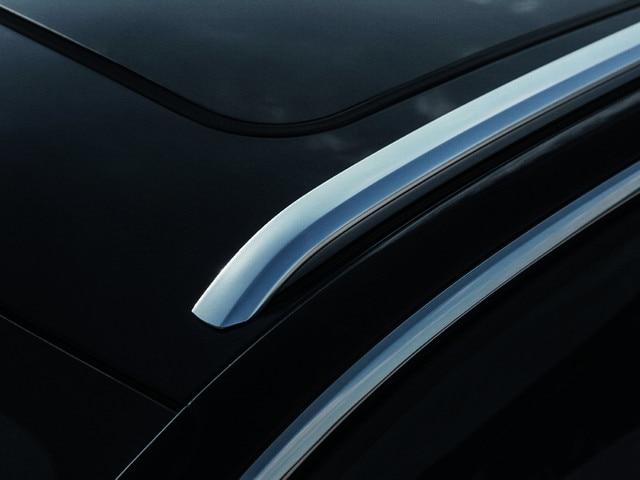 """Exclusieve, in """"Sanded Chrome"""" uitgevoerde sierlijst - Nieuwe PEUGEOT 5008 SUV GT"""