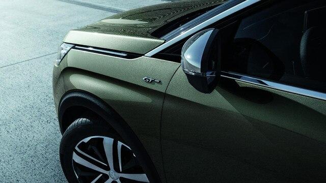 Chroomaccenten en lichtmetalen velgen - Nieuwe PEUGEOT 5008 SUV GT