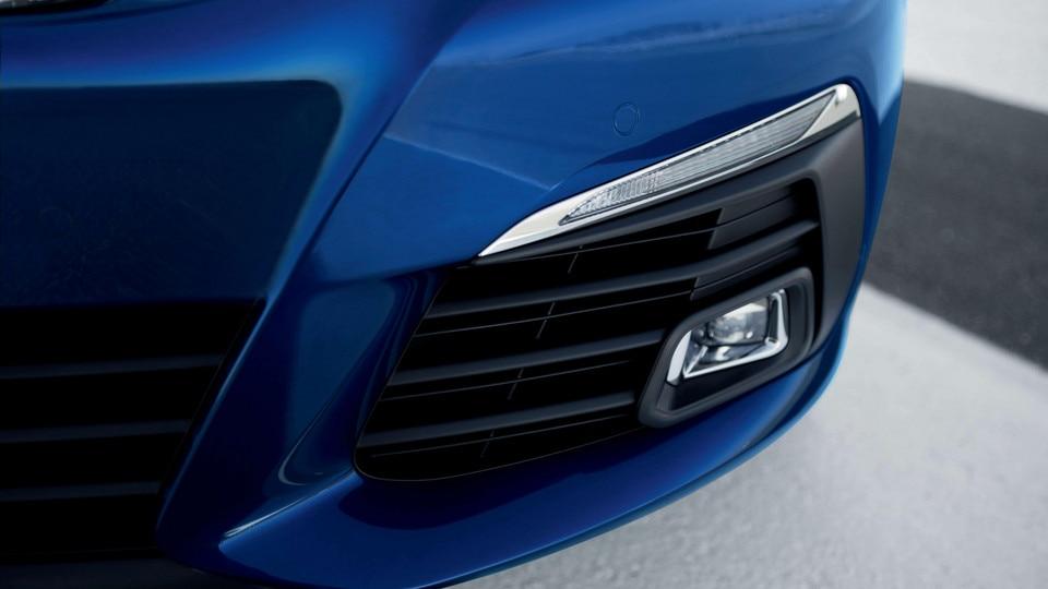 "De nieuwe Peugeot 308 SW GT – Led-richtingaanwijzers met ""dynamic scrolling"" en led-mistlampen vóór"
