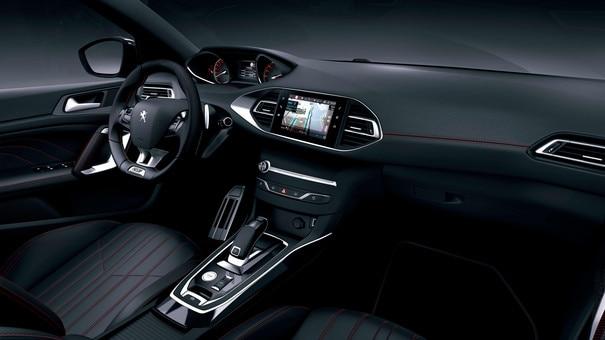 De nieuwe Peugeot 308 SW GT – Een ruim en geraffineerd interieur met rode sierstiksels