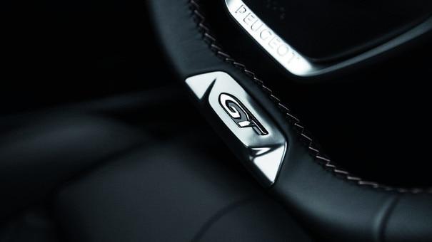 Alcantara® of nappalederen* bekleding - Nieuwe PEUGEOT 5008 SUV GT