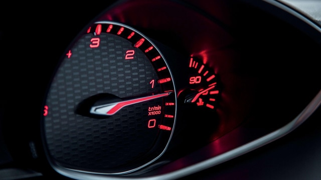 De nieuwe Peugeot 308 SW GT – rode verlichting van het instrumentenpaneel