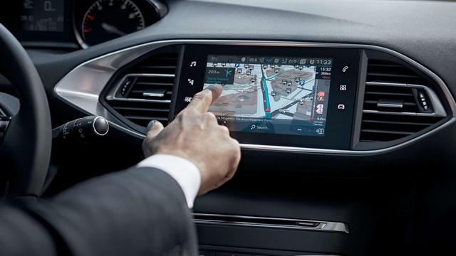 De nieuwe Peugeot 308 SW – Het nieuwe Connect 3D-navigatiesysteem met spraakbediening
