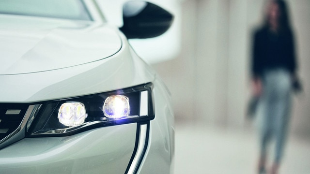 Nieuwe Peugeot 508 HYBRID, smartphone app MyPeugeot om op afstand contact te houden met de auto