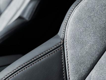 Peugeot 3008 SUV HYBRID4: alcantara® in de kleur Gris Gréval