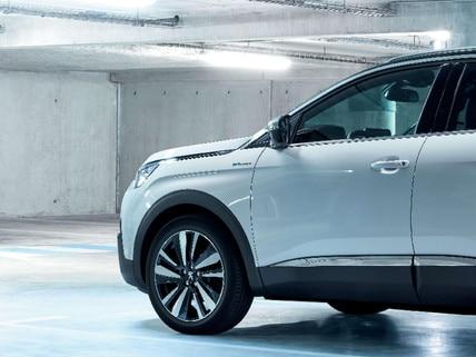 Peugeot 3008 SUV HYBRID4: opladen auto