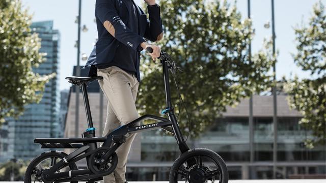 Peugeot 3008 SUV GT  -  elektrische fiets e-Bike by PEUGEOT