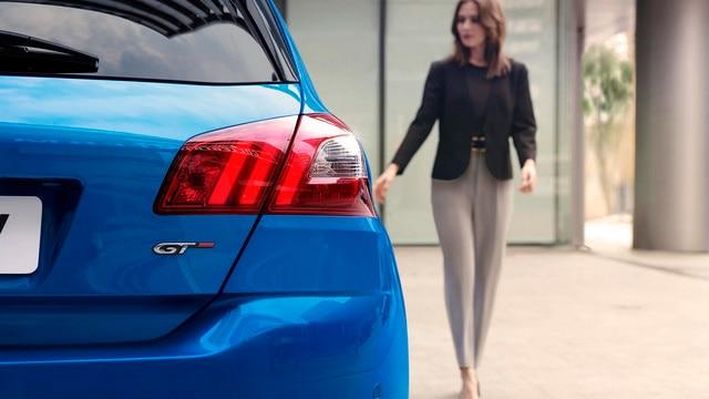 Peugeot 308:  achterlichten met drie klauwafdrukken