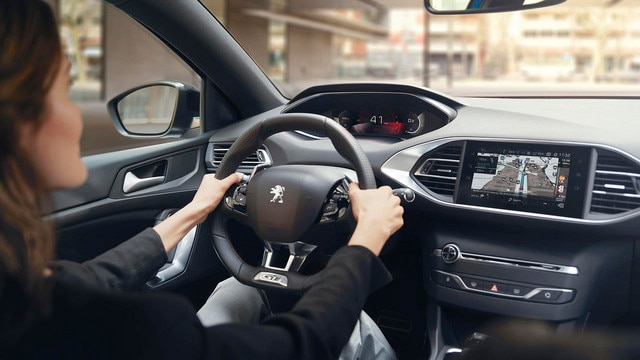 PEUGEOT 308: Connected Services