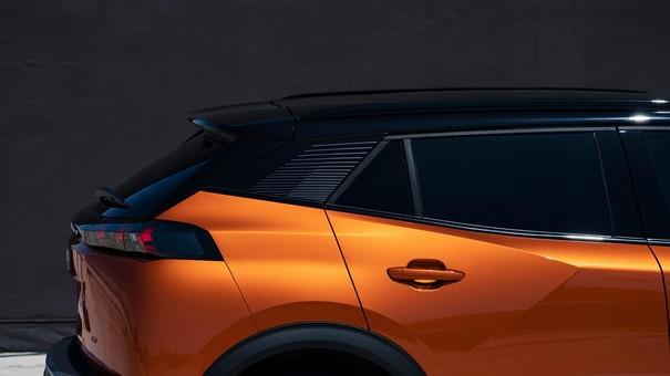 Nieuwe PEUGEOT 2008 SUV: grote flexibel in te delen en functionele bagageruimte