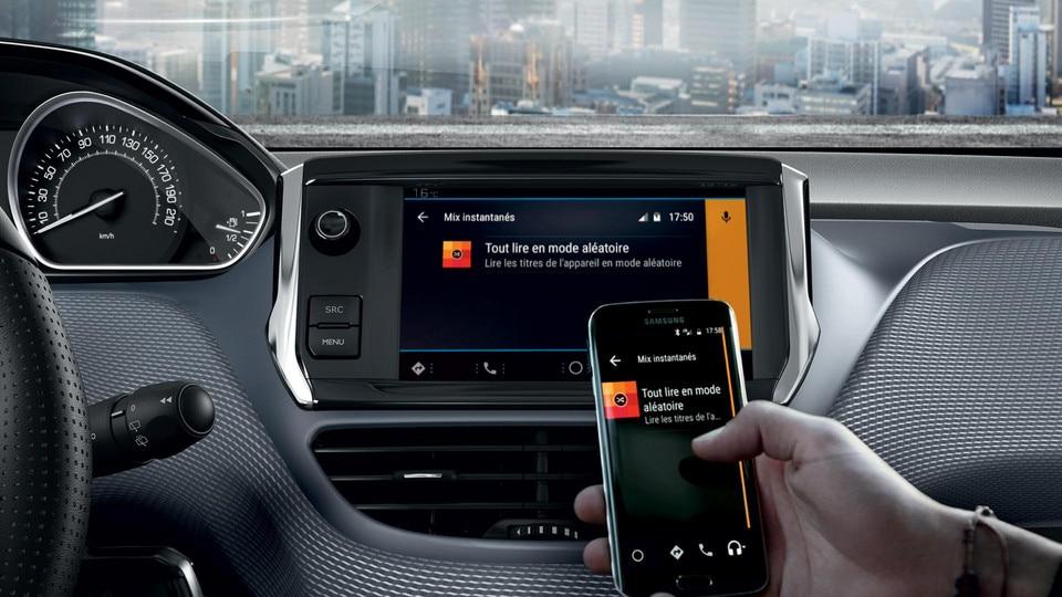De compacte Peugeot 208 5-deurs - mirror screen