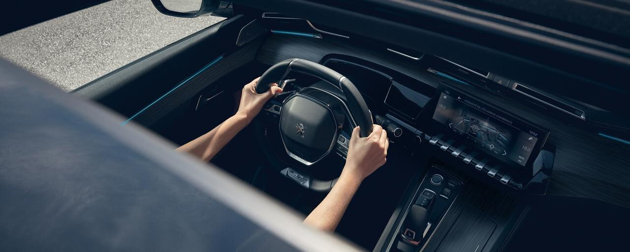 Nieuwe PEUGEOT 508 GT Berline, PEUGEOT i-Cockpit® met head-up instrumentenpaneel en compact stuurwiel