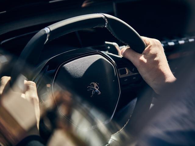 Nieuwe PEUGEOT 508 GT, met geperforeerd nerfleder bekleed compact stuurwiel