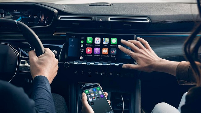 Nieuwe PEUGEOT 508 Berline, 10 inch capacitief touchscreen, Mirror Screen en Connect 3D-navigatiesysteem met spraakherkenning.