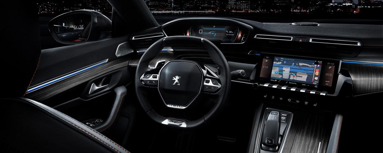 Peugeot i-Cockpit® met head-up instrumentenpaneel en compact stuurwiel - Nieuwe Grande Berline Peugeot 508 First Edition