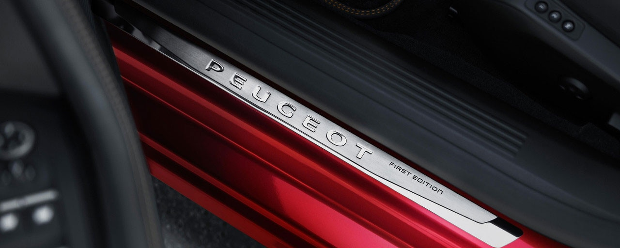 Dorpellijst met First Edition-logo - Nieuwe Grande Berline Peugeot 508 First Edition