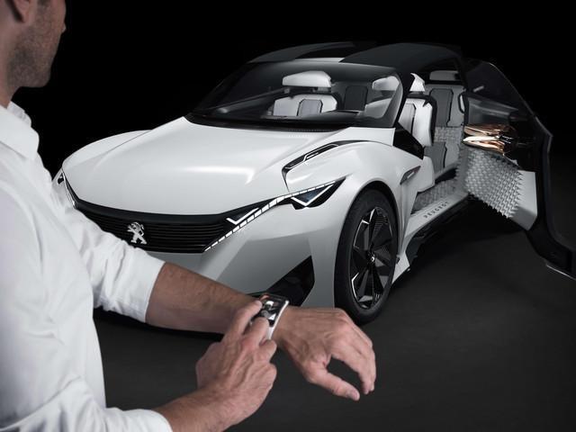 Peugeot Fractal - koppeling met de smartwatch Samsung Gear S
