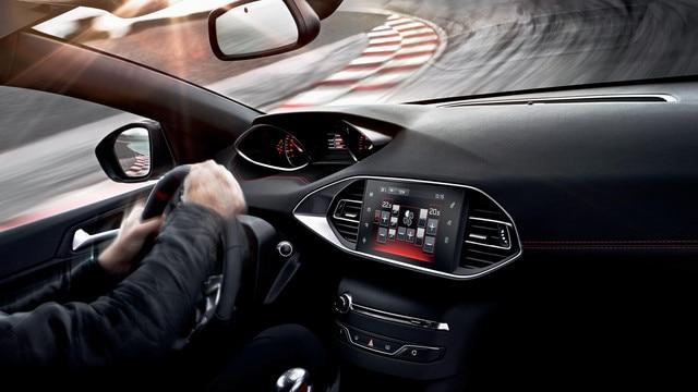 PEUGEOT 308 GTi by PEUGEOT SPORT- PEUGEOT i-Cockpit