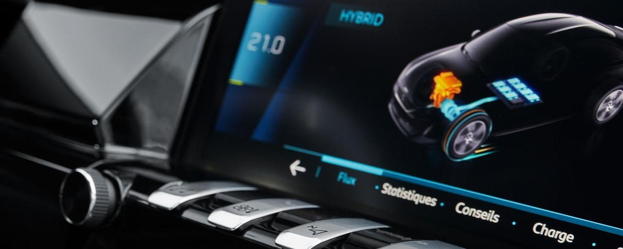 Peugeot Plug-in Hybrid - Interieur touchscreen en pianotoets (toggle switch)