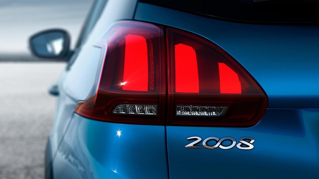 Peugeot 2008 SUV: achterlichten met de drie hightech 3D-klauwen