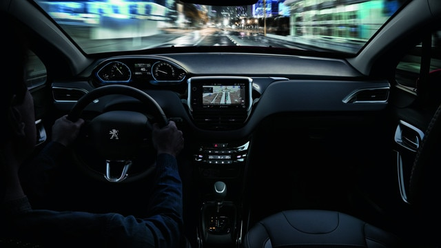 Peugeot 2008 SUV: PEUGEOT i-Cockpit® en Connect 3D-navigatiesysteem met spraakherkenning