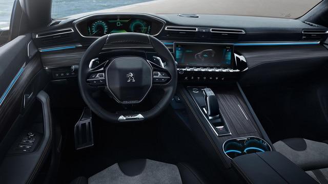 Nieuwe Peugeot 508 HYBRID, PEUGEOT i-Cockpit® met head-up instrumentenpaneel en compact stuurwiel