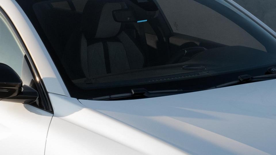 Nieuwe Peugeot 508 HYBRID, elektrisch rijden van buitenaf zichtbaar