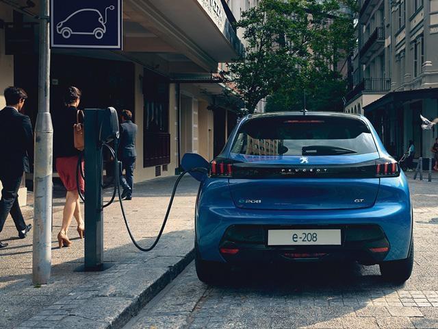 Elektrisch rijden bij Peugeot - Opladen en Actieradius